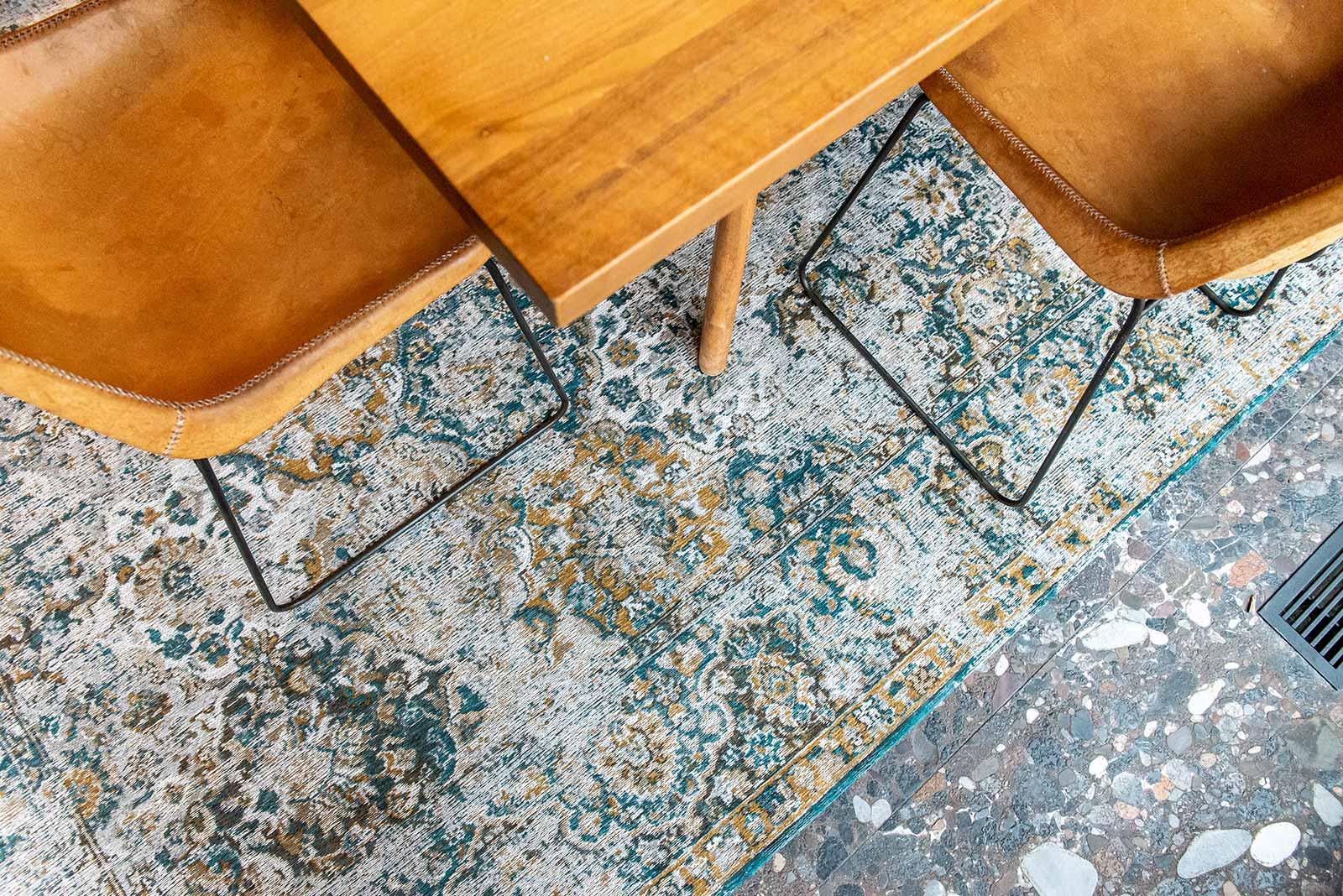 Louis De Poortere tapis LX 9127 Antiquarian Bakhtiari Fener interior 1